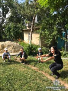 В Тарутино полицейские вышли на утреннюю зарядку вместе с детьми