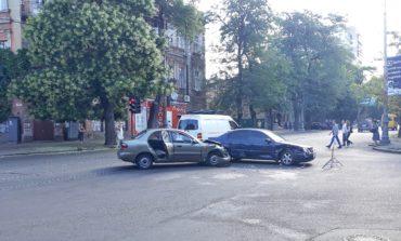 Утреннее ДТП заблокировало работу трамвая №5
