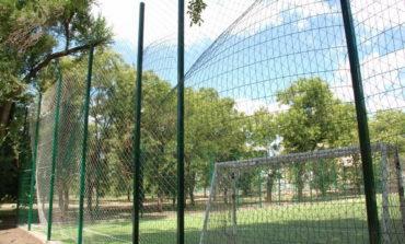 Новое футбольное поле в Болграде не рассчитано на футбольный мяч