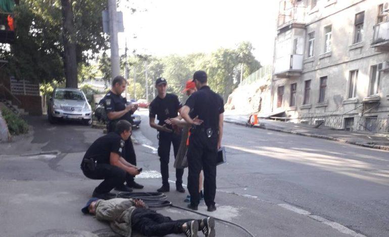 Одесситы стали свидетелями задержания любителя цветметалов (фотофакт)