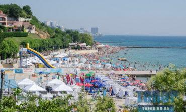 Пляжи одесского Большого Фонтана: много людей и много машин (фото)
