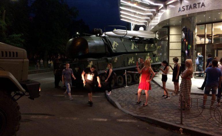 В Киеве установка «Бук» въехала в офисное здание