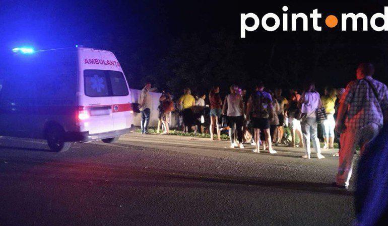 Не доехали до курортной Затоки: в Молдове автобус с туристами попал в серьёзное ДТП (фото)