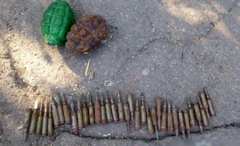 В Окнах юноша нашел на помойке боеприпасы