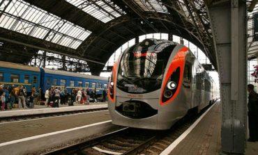Из-за обесточивания во Львовской области задержался ряд поездов