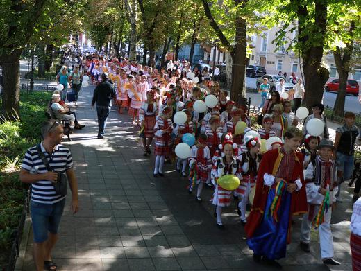 В Одессе День мира отметили красочным флешмобом