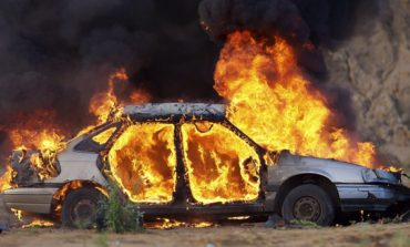 В Черноморске на парковке горели два автомобиля