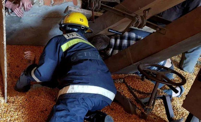 Спасательная операция в Гагаузии: рабочего придавило плитой и засыпало зерном