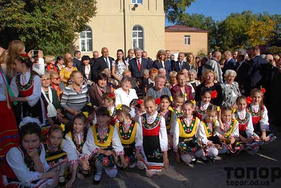 В Болграде Петр Порошенко поклонился своим учителям