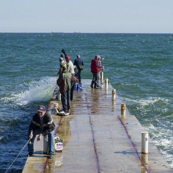 Теплый октябрь: одесситы проводят дни у моря (фото)