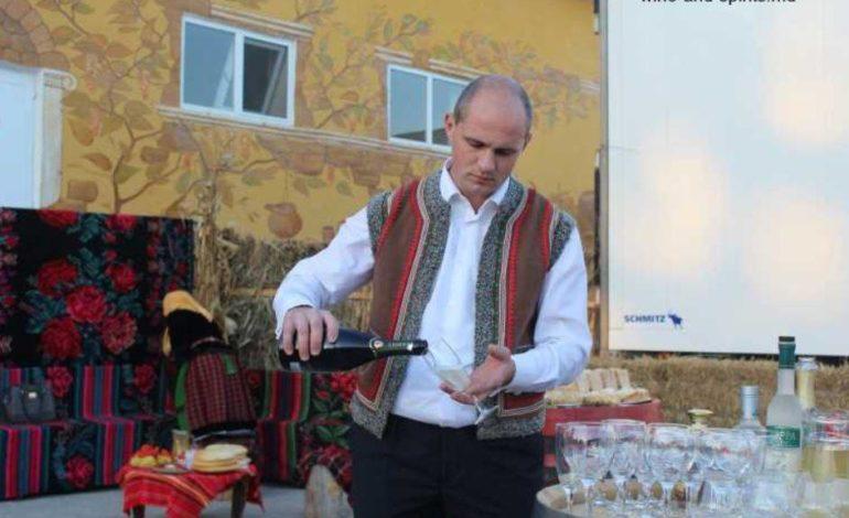 Крепкие напитки, закуски и жаренный ягненок: в Твардице прошел Фестиваль вина и кино
