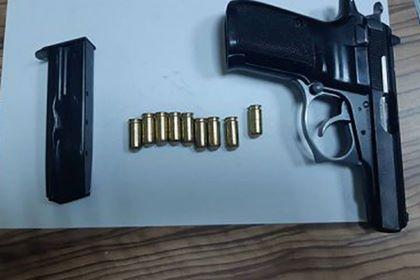 На таможне в Паланке украинец устроил скандал из-за пистолета в салоне машины