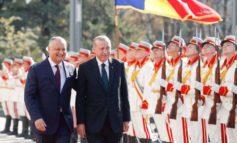 Поездки без виз, ремонт здания президентуры и Орден республики: как прошел первый день визита Эрдогана в Молдову