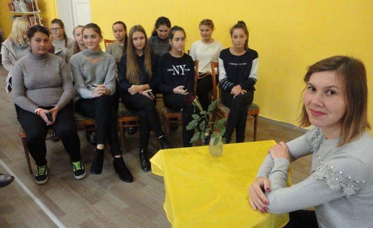 В Арцизе акушер-гинеколог и девочки-подростки откровенно поговорили