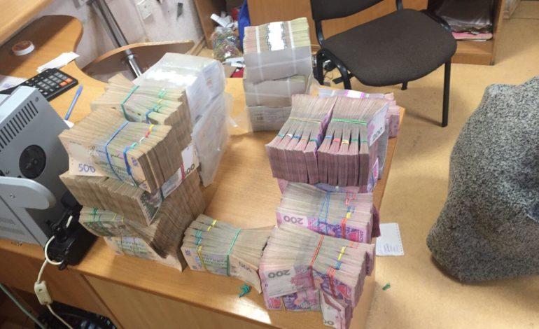 Офшоры на Кипре и махинации на миллионы: в Одессе разоблачили преступную схему