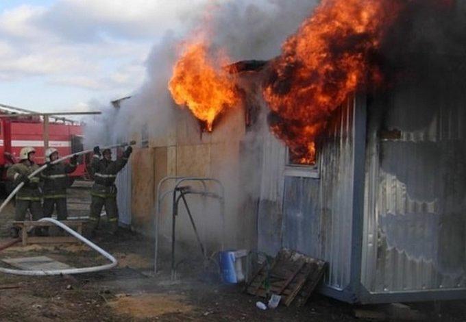 В Одессе в горящем строительном вагончике нашли труп