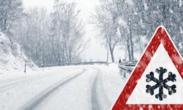 Непогода в Украине: в некоторых областях из-за снегопада заблокированы дороги
