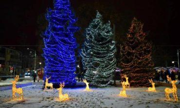 На центральной площади Измаила включили новогоднюю иллюминацию