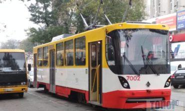 В Одессе из-за ДТП на 1-й Люстдорфской остановилось движение нескольких трамвайных маршрутов