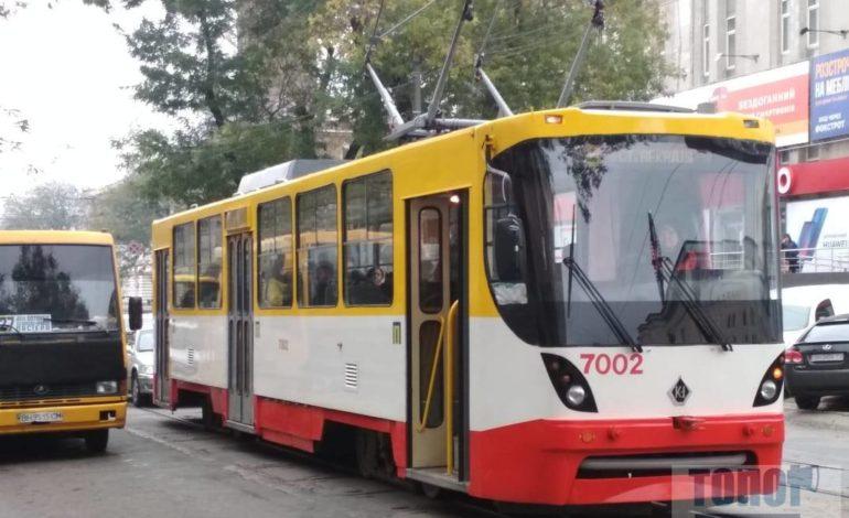 В Одессе из-за столкновения трамвая и маршрутки остановили движение трамвайного маршрута