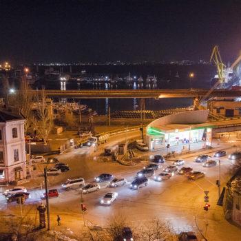 Ночной город: без новогодних деревьев, но с иллюминацией (фото)