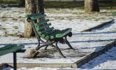 На одесском бульваре вырывают скамейки «с корнем»