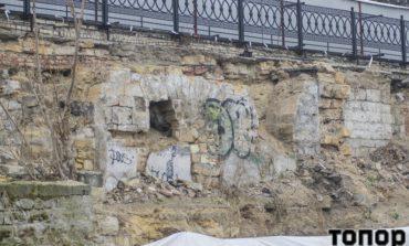 Непогода обнажила остатки рыбного ресторана на Приморском бульваре (фото)