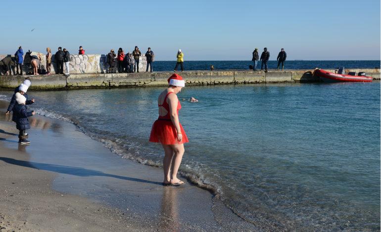 В Одессе отметили Крещение массовыми купаниями (фото)