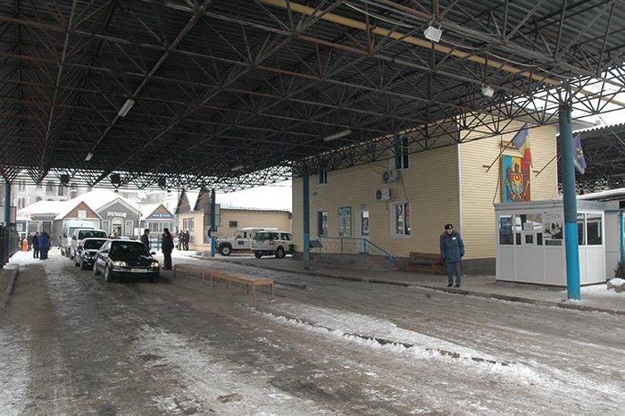 Молдова временно ограничила работу таможенных пунктов на границе с Украиной