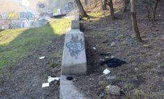 Сквер Жанны Лябурб: свалка, разбитые дорожки и грязь (фото)