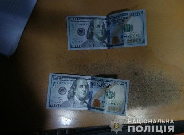 В Рени мужчина с двумя паспортами предлагал пограничникам взятку