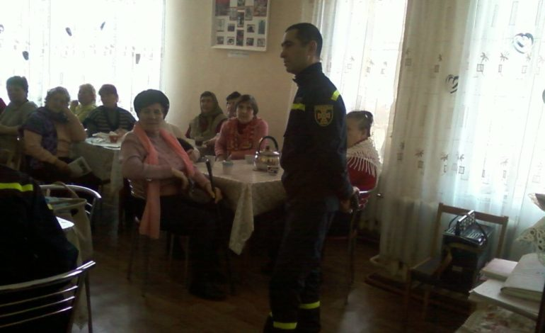 Спасатели Белгорода-Днестровского встречались с пожилыми людьми