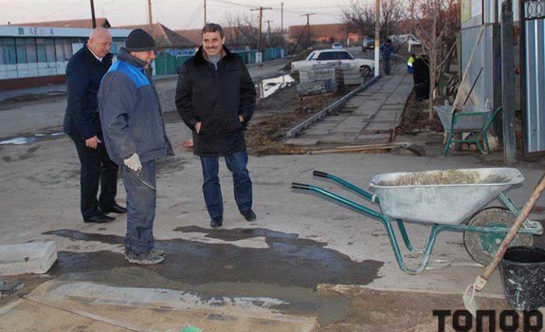 В Криничном появился еще один тротуар