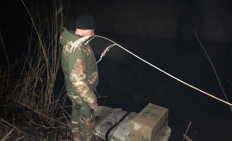 Контрабанда сигарет на лодке из пенопласта: в Кучургане ночью ловили «бизнесменов»