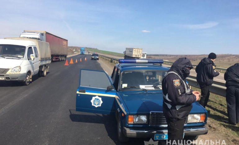 На Киевской трассе фура сбила двоих дорожных рабочих