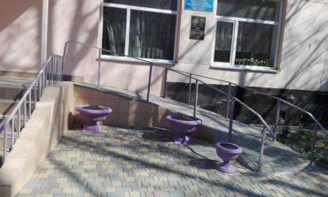 В Арцизской городской школе №1-гимназии дети с учителями построили пандус