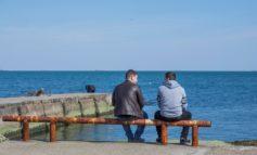 Одесситы встречают весну на море (фото)