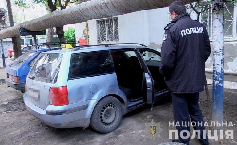 В Одессе угонщик-рецидивист отобрал у мужчины автомобиль вместе с документами
