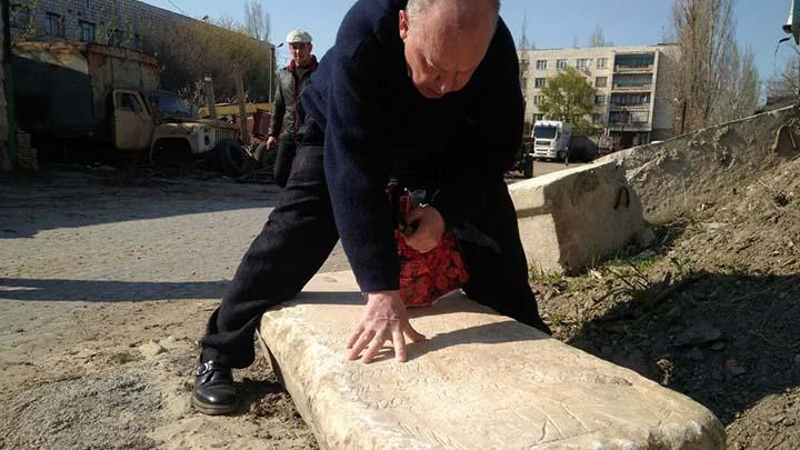Историки расшифровали надпись на найденной в Рени двухсотлетней плите