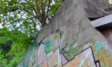 Подпорная стена возле Военного спуска в Одессе пошла трещинами (фото)