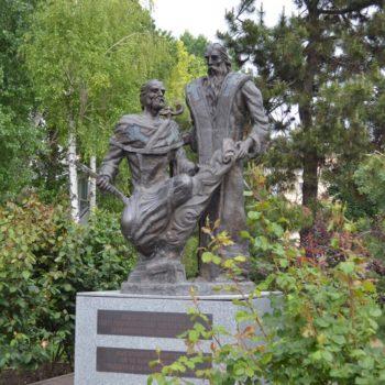 День славянской письменности: в Одессе к памятнику болгарским просветителям возложили цветы (фото)