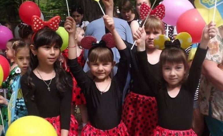День защиты детей в Тарутино: праздничный концерт, новая детская площадка и поздравления взрослых