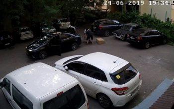 Сила соцсетей: в Одессе таксист «тайком» вернул украденный люк (видео)