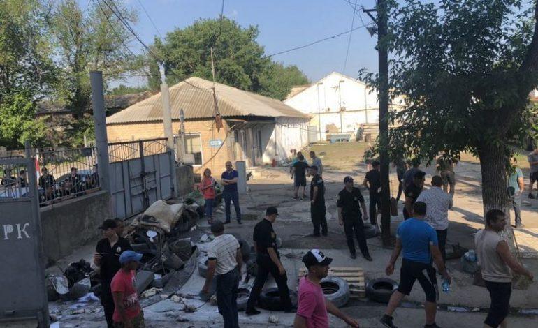 В Измаиле фермеры прорвали баррикаду на элеваторе и вывезли зерно