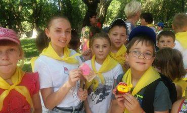В Тарутинском пришкольном лагере «Новая волна» прошел конкурс отрядной песни