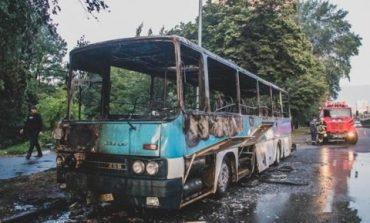 Посреди Киева дотла сгорел пассажирский автобус