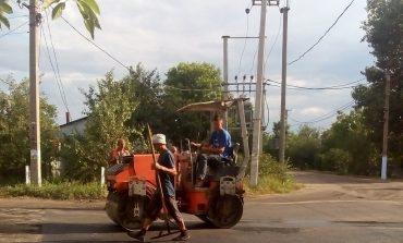 В Арцизе дорожные рабочие проводят ямочный ремонт городских дорог