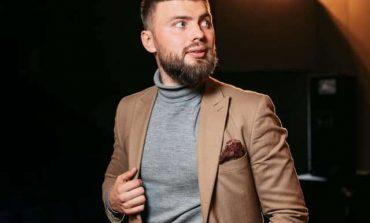 В Одессе известный ведущий и шоумен выпал из окна собственной квартиры (фото)