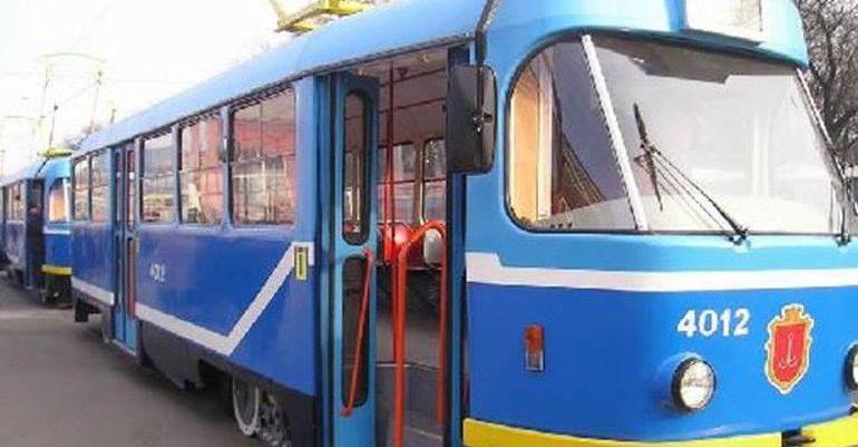 Родился в рубашке: в Одессе нетрезвый мужчина попал под трамвай и… ушел по своим делам