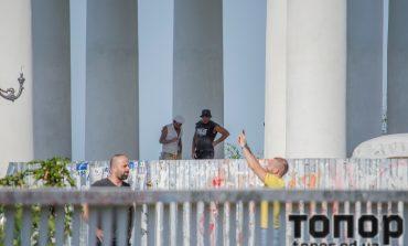 Заканчивается реставрация колоннады Воронцовского дворца, но склоны не убраны (ФОТО)